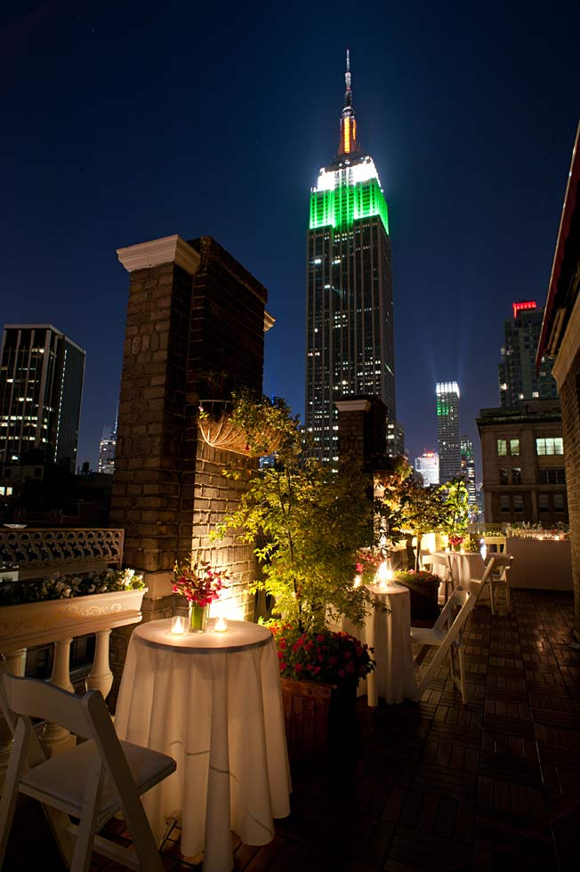 tables with view at night - Midtown Terrace